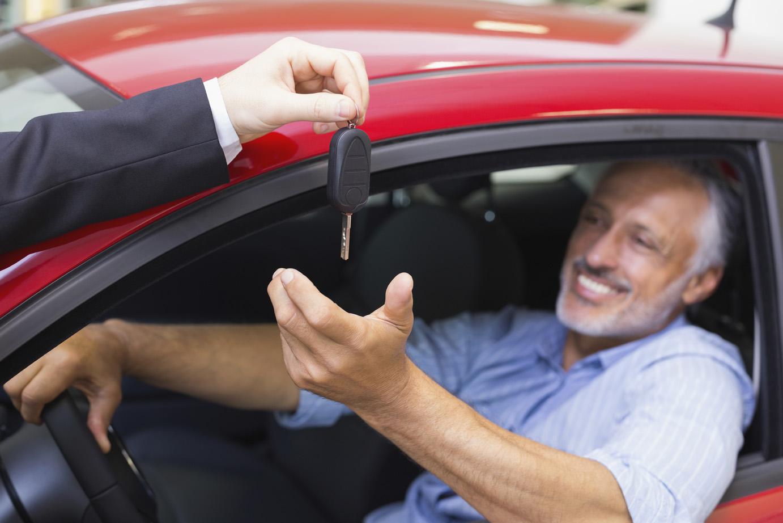 istock_000061363058_medium-new-car-buyer-2 - news media canada
